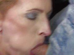 Magro alemão maduro em lingerie branca