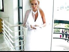 Sexy big-Tit Braut Devon reitet einen großen Schwanz direkt nach ihrer Hochzeit