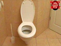 Älterer Schlampen Toilet - Rivanna
