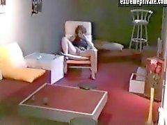 Mütter Anna gefangenen am Spion Kamera