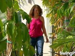 Casais Swinger impertinentes Relaxar na banheira de hidromassagem antes de ter Orgy