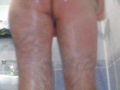 Я принимаю душ , бритье , показывая очарование