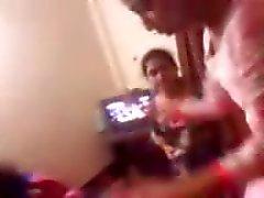 Bangladesí Adolescente Girls Fumando y Danching