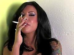 Mason Moore Uzun Çiviler Sigara
