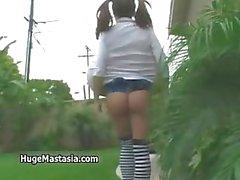 Sexy brunette Babe lopen buiten part2