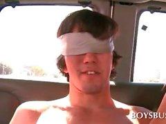 Geile Teen Bolzen ruft nach einem Homosexuell Bushalte blasen blind
