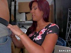 Brutta di Latina Sophia Steele capelli rossi e il tanlined culo