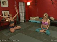 Steamy TS Yoga Bumsen