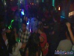Mädchen bei der Party lieben das Tanzen