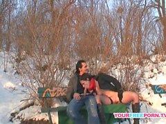 Horny Paar ficken am Strand in der Öffentlichkeit
