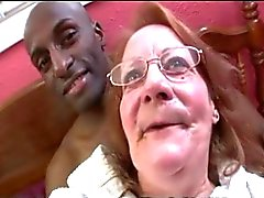 Granny Talks ja Talks panee Hampaat ulos tahmainen Blowjob