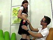 Naked hijo homosexuales jacking off durante la conducción pelirroja de Linda Pound