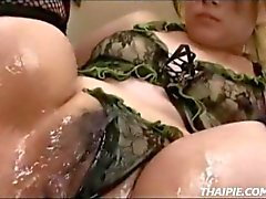 Aziatische tiener Made To Orgasm In Fishnet Kousen