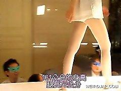 Японских горячих моделей мигание сексуальных партии на подиума