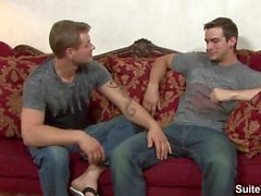 Gays sexuais tatuados Phenix Saint e Trent Diesel slurp seus pintos