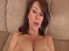 Hot Brunette de Milf