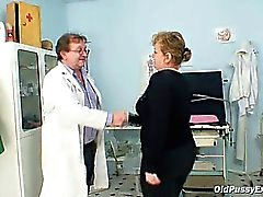 Älterer Vilma ist ihrer Muschi einwand Gynäkologen auf Gynäkologen kontrolliert