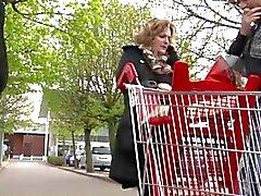Französisch ausgereifte Sofia im Außen gebumst