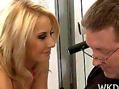 Beijos do homem garota sexuais e ela for recheadas de disco