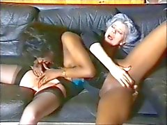 Black ménage lesbienne