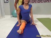 flexi sex träning med söta Lucy Doll