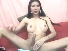 Гидромассажная тайский поглаживает ее пенис жарко