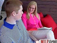 Adolescentes rubia le llamó la LM masticando a su cono vecinos de