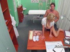 Hemşire hastasını çok azgın sınavda geçirdi