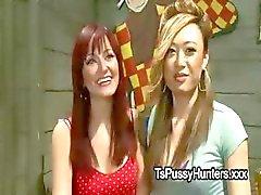 Busty asiatiska Transperson fucks hennes flickvän