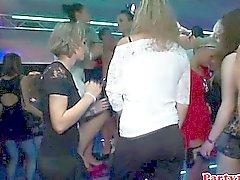 Euro Amateur Rimming Babe auf Dancefloor