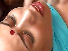 Indiska slampa får hennes röv knullad bakifrån
