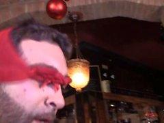 Puta Borracha se folla a un tío en el bar Plenas campanadas de Navidad