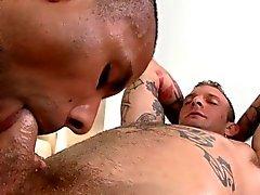 Heiß Twink seinen harten Schwanz bekommt von geil homosexueller angesaugte