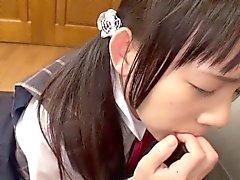 Küçük püskürtme japon tatlı şey bir horoz seven