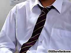 Enseignant de DILF facializes l'élève après les cours