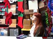 Redhead Amateur Teen beim Ladendiebstahl erwischt und gefickt