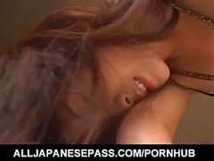 Itsuka dans suscite de lingerie sexy et baise chatte avec vibrateur