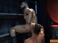 Muscle Bär Analsex mit Cumshot