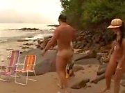 Carol metendo na praia com seu homem
