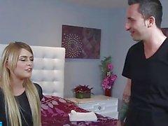 Teen hottie Abby Paradise fickt ihren Freund Bruder - Naughty America