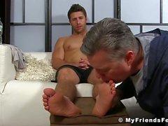 Sıcak adamla yalama Ayaklar ve ayak parmakları