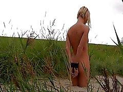 Blonden weibchen Leine und on the beach verloren
