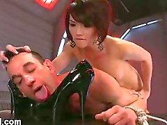 Eva Lin en haar gebonden slaaf