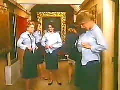 vackra damer bär slips och kjolar