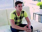 GayCastings Sevimli twink emmek zorunda para istiyordur