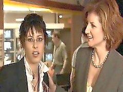 Sarah Shahi lesbische zu küssen Katherine Moennig leidenschaftlich