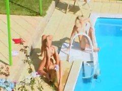 Three alumnas mierda secreto de junto a la piscina