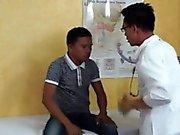Twink asiática consigue una mamada de el médico