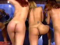 Пропущенное ПОЛНОЕ видео из четырех TS подружек в диких ебать оргии