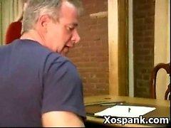 Жестокое Подросток представляя себе Порка BDSM